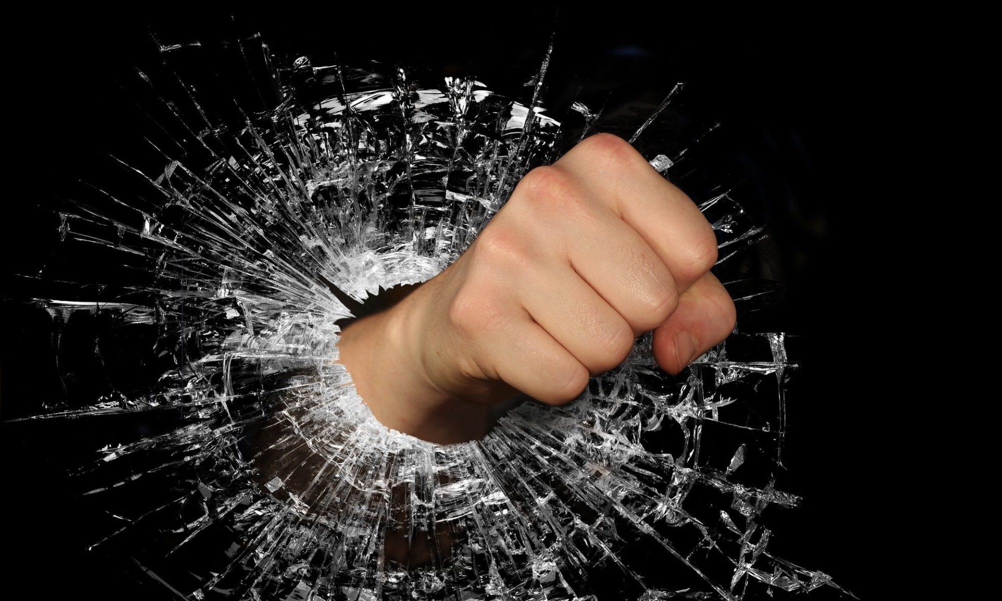 Innowacyjny model pomocy prawno-psychologiczno - pedagogicznej przeciwdziałania przemocy